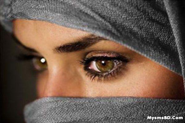 হিজাব পরায় সিঁড়ি থেকে ফেলে দেয়া হল 'মুসলিম' নারীকে!