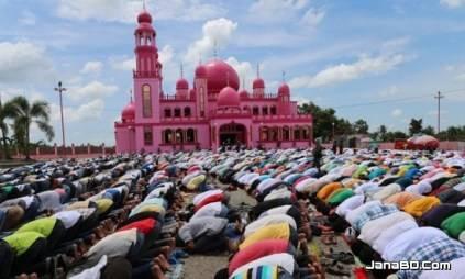 রমজান মাসে মুসলমানদের রোজা দেখে অনুপ্রাণিত হয়ে, যেখানে পানাহার থেকে বিরত থাকছেন হিন্দুরাও